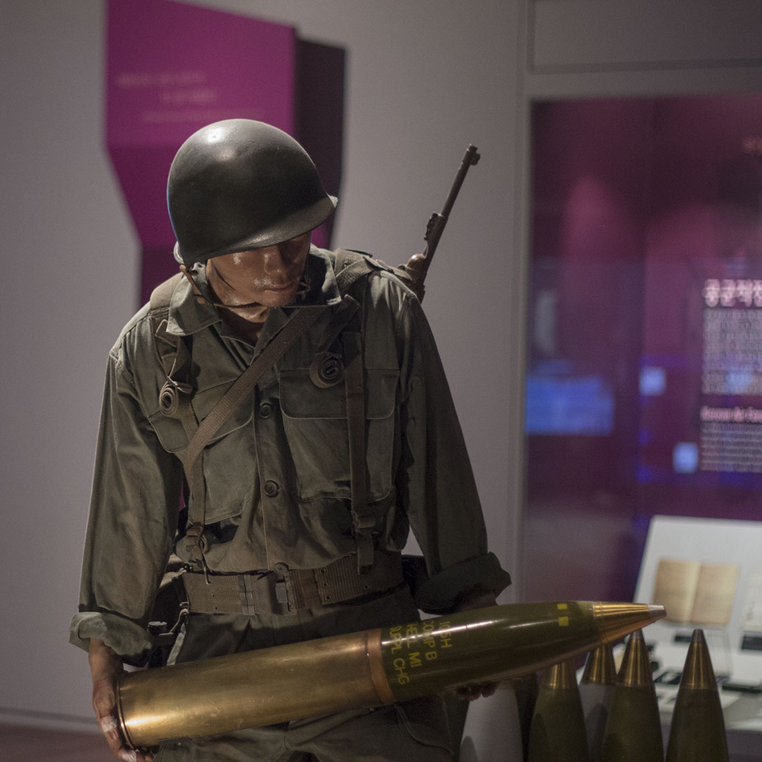 Korean fighter, shell, combat, military uniform, Museum, Seoul