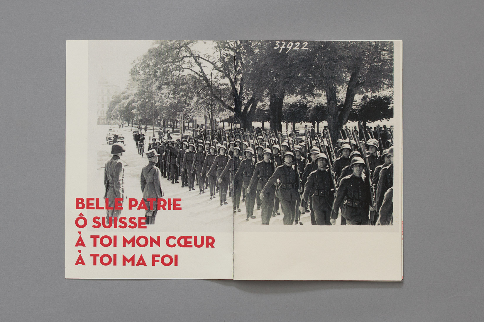 Manual for the perfect little soldier, military parade, postcard, Neutra, Belle patrie, ô Suisse, à toi mon coeur, à toi ma foi