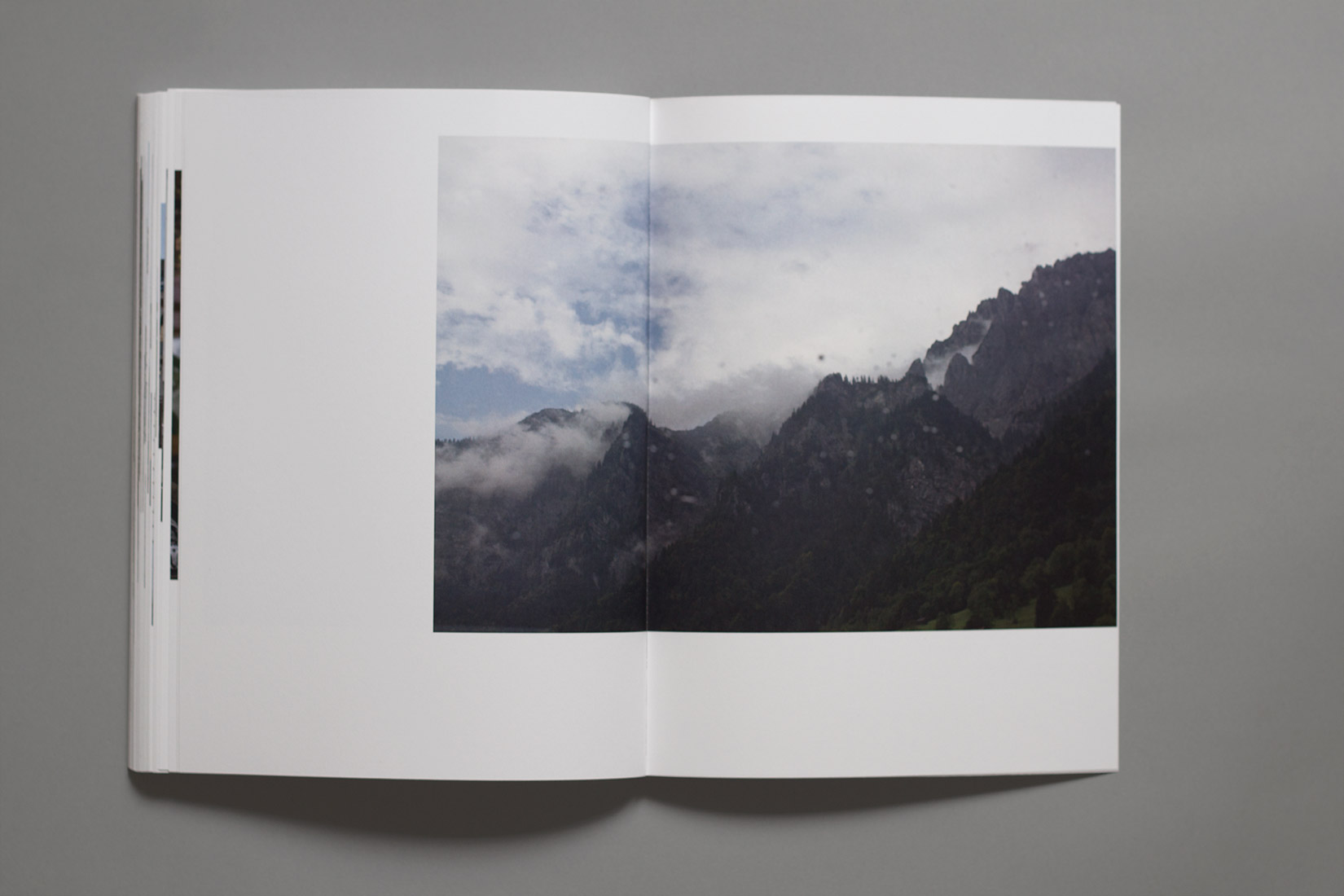 Study trip, book, Autriche, mountains in the fog
